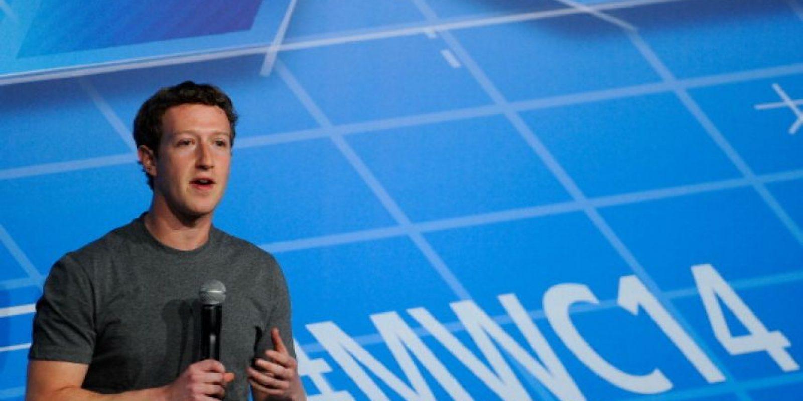 """""""¿Cuál es el mejor consejo que puede darle a los jóvenes que tienen ideas para cambiar el mundo?, el CEO de Facebook dijo: """"Lo más importante es tener fe y confiar en sí mismos. Cuando eres joven escuchas que no tienes experiencia para hacer las cosas, que hay personas mejor preparadas. Yo inicié Facebook cuando tenía 19 años"""". Foto:Getty Images"""