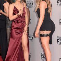Y aquí Kylie muestra sus muslos con un escote en V Foto:Getty Images