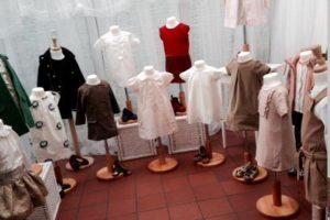 """La mitad de los conjuntos se vendieron en la tienda """"Mary's Living & Giving Shop"""" Foto:vía twitter.com/MarysLGShop_NW1"""