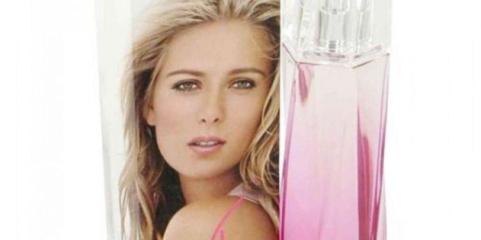 """La tenista rusa presentó en 2006 su fragancia propia """"Sharapova Beauty & Power"""". Foto:http://www.fragrantica.es"""