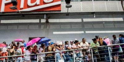 2. Venezolanos se pelean por conseguir carne Foto:Getty Images