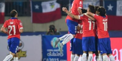 Pero Uruguay enfrenta a Paraguay, que tiene cuatro puntos. Tomando en cuenta que es muy probable que Argentina venza a Jamaica en el otro partido del grupo, Chile se mediría con el perdedor de Paraguay y Uruguay y si empatan jugarían con los charrúas. Foto:AFP