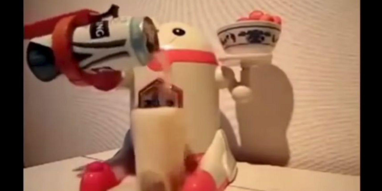 Este robot mesero se deshizo mientras servia refresco Foto:Youtube/Master Haku