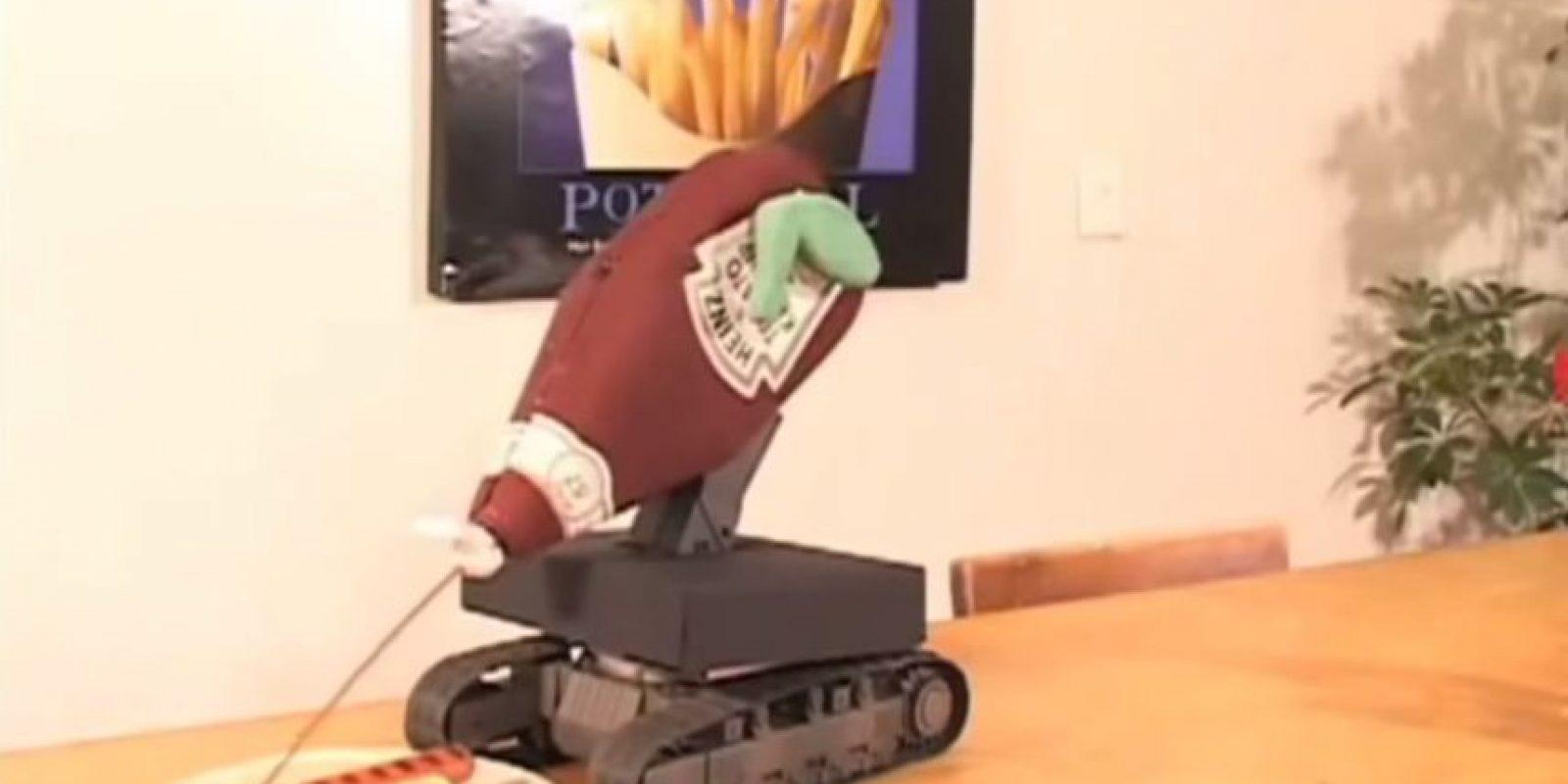 ¿Con cátsup su hotdog? Foto:Youtube/Master Haku