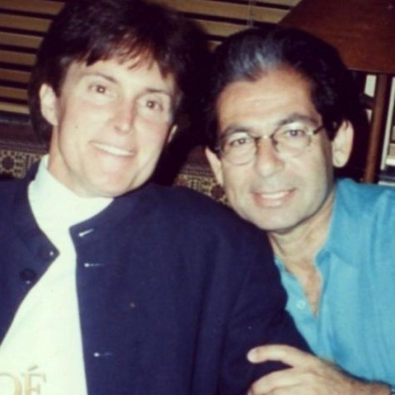Khloe Kardashian compartió una fotografía de su padre, Robert Kardashian, y su padrastro, Bruce Jenner Foto:vía instagram.com/khloekardashian