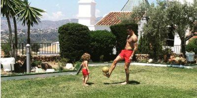 El inglés Kyle Walker se divierte con su hijo Foto:Vía instagram.co/kylewalker2