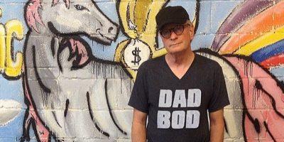 """Este padre es tan rudo que su playera no dice """"Bad"""" (malo), sino """"Bod"""" (¿será más malo?) Foto:instagram.com/fashiondads_/"""