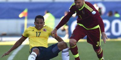 La estrella del Sevilla en la Europa League agredió a Neymar y se fue expulsado dos partidos. Reaparecería con el conjunto colombiano hasta las semifinales. Foto:AFP