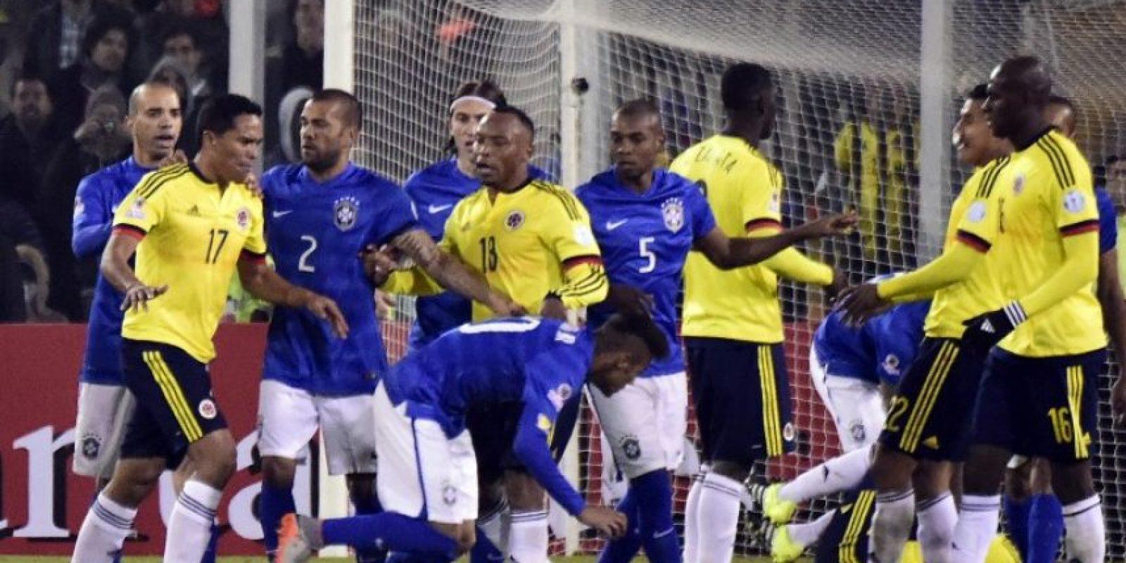 La gresca entre colombianos y brasileños al final del partido Foto:AFP