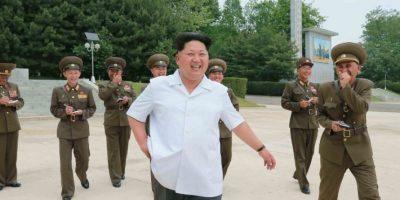 El líder norcoreano fue captado viendo el lanzamiento de los antimisiles KN-01 Foto:AFP