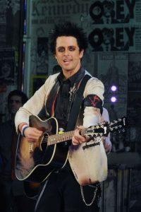 """En 1995, el vocalista de Green Day explicó a la revista """"The Advocate"""" que siempre había sido bisexual, a pesar de su matrimonio con Adrienne Armstrong Foto:Getty Images"""