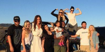 Caitlyn compartió una emotiva fotografía junto a su familia. Foto:Instagram/CaitlynJenner