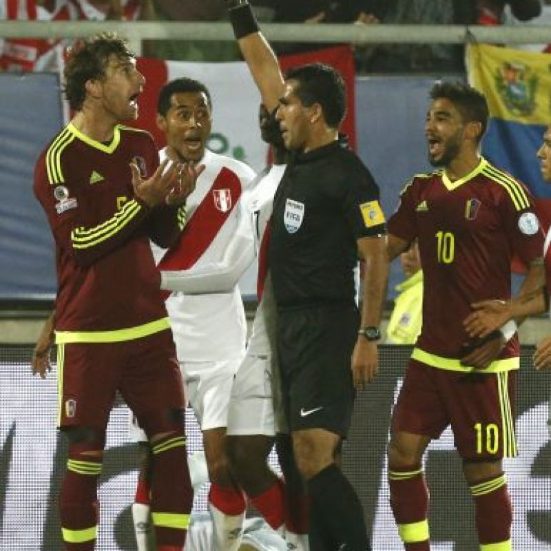 El rostro del venezolano Fernando Amorebieta, luego de que el árbitro le mostrara la tarjeta roja en el partido ante Perú Foto:AFP