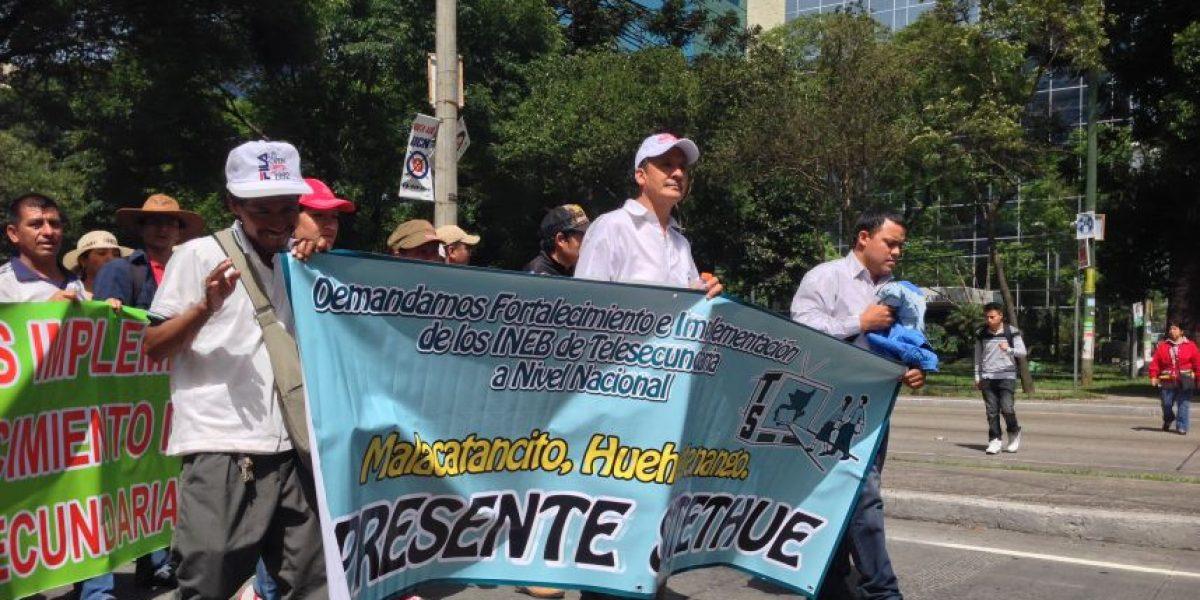 Sindicalistas generan caos vial mientras se dirigen al Congreso