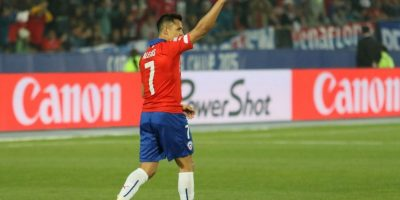 """Como varias figuras de la Copa América, Alexis Sánchez ha decepcionado con su actuación. Llegó en buena racha del Arsenal, pero en Chile 2015 no ha brillado y logró marcar hasta el tercer partido de """"La Roja"""", en el que goleó 5-0 a Bolivia. Foto:Vía facebook.com/SeleccionChilena"""