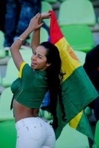 """13. La hincha boliviana que """"la rompió"""" en el Bolivia vs México Foto:Getty Images"""
