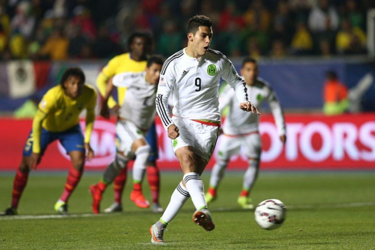 """Si bien el """"Tri"""" venía con un equipo completamente alternativo contaba con futbolistas que permitían creer que los mexicanos calificarían a la siguiente ronda, lo que no ocurrió pues sólo consiguieron dos empates y además, mostraron un fútbol muy pobre. Foto:Getty Images"""