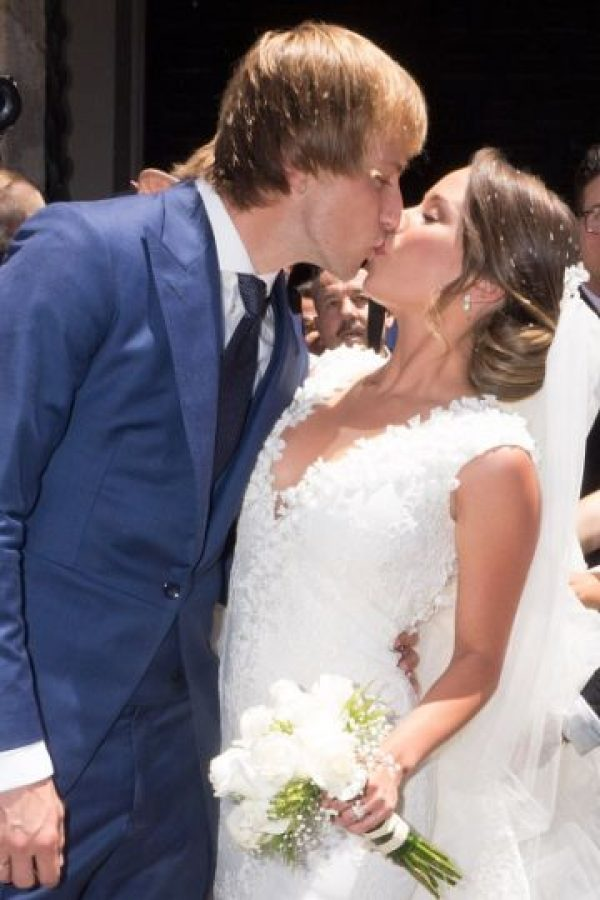 El mediocampista del Barcelona se casó en Sevilla con Raquel Mauri, su esposa por lo civil desde 2013. Foto:Getty Images
