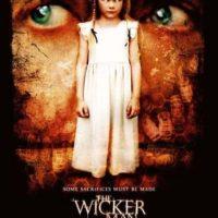 """""""The Wicker Man"""" (2006) El remake de la escalofriante película de terror británica fue satirizada por hilaridad no intencional. Tanta fue la mala crítica que su director original, Robin Hardy, se desasoció casi de inmediato. Original """"The Wicker Man"""" (1973) Foto:IMDb"""