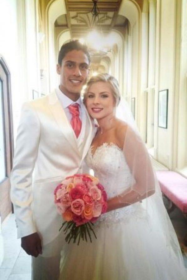7. Raphael Varane / El jugador del Real Madrid se casó con su novia Camile Tytgat, su pareja desde la infancia. Foto:Vía twitter.com/raphaelvarane