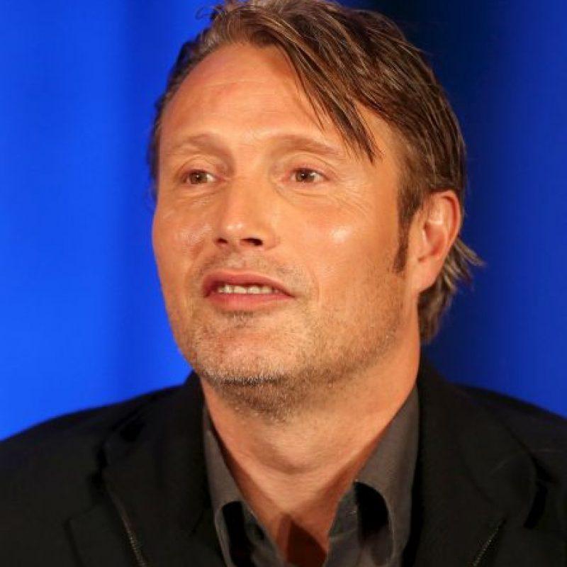 """El personaje principal es representado por el actor Mads Mikkelsen, como el """"Dr. Hannibal Lecter"""", un psiquiatra forense, brillante asesino en serie y caníbal Foto:Getty Images"""