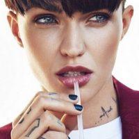 """6. Su aspecto ha llamado la atención de revistas como """"Vogue"""" y """"Glamour"""". Foto:Vía Instagram/@Rubyrose"""