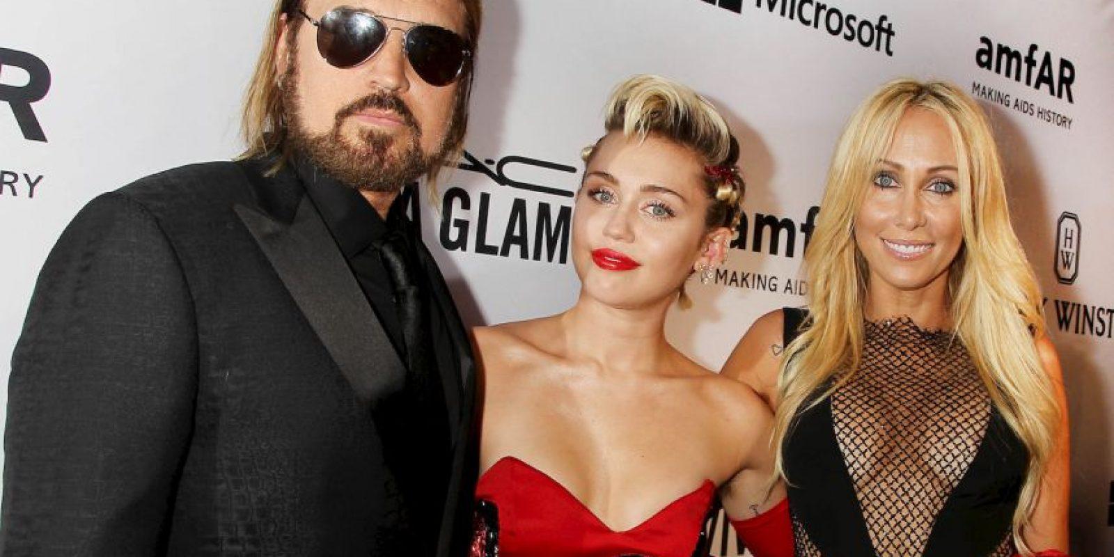 La mamá de Miley también mostró de más Foto:Grosby Group