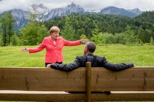 """Entre las conversaciones """"escuchadas"""" está la de Hollande con la canciller alemana Angela Merkel el 15 de mayo de 2012, mismo día de la investidura del mandatario francés."""