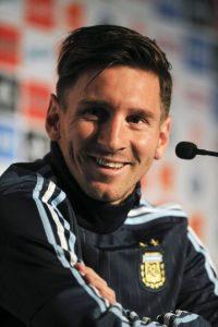 Mucho más delgado, y con un corte con mucho estilo, Messi participa en la Copa América 2015. Foto:AFP