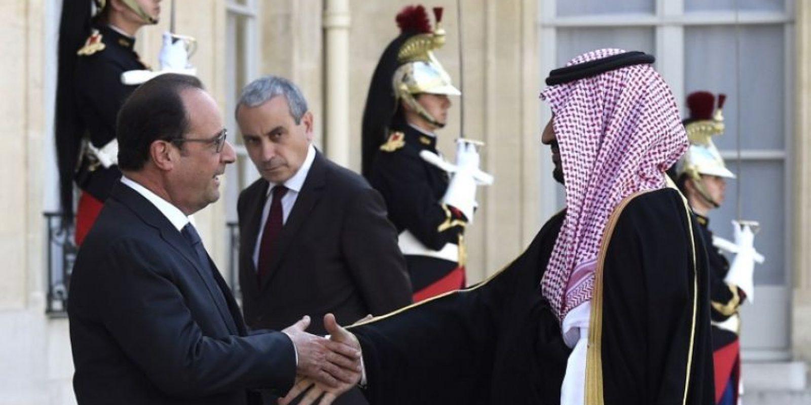 """""""El número de pistas y revelaciones que hay en este caso marca una escala sin precedentes en las filtraciones de Wikileaks"""", informa Metronews en su edición francesa. Foto:AFP"""