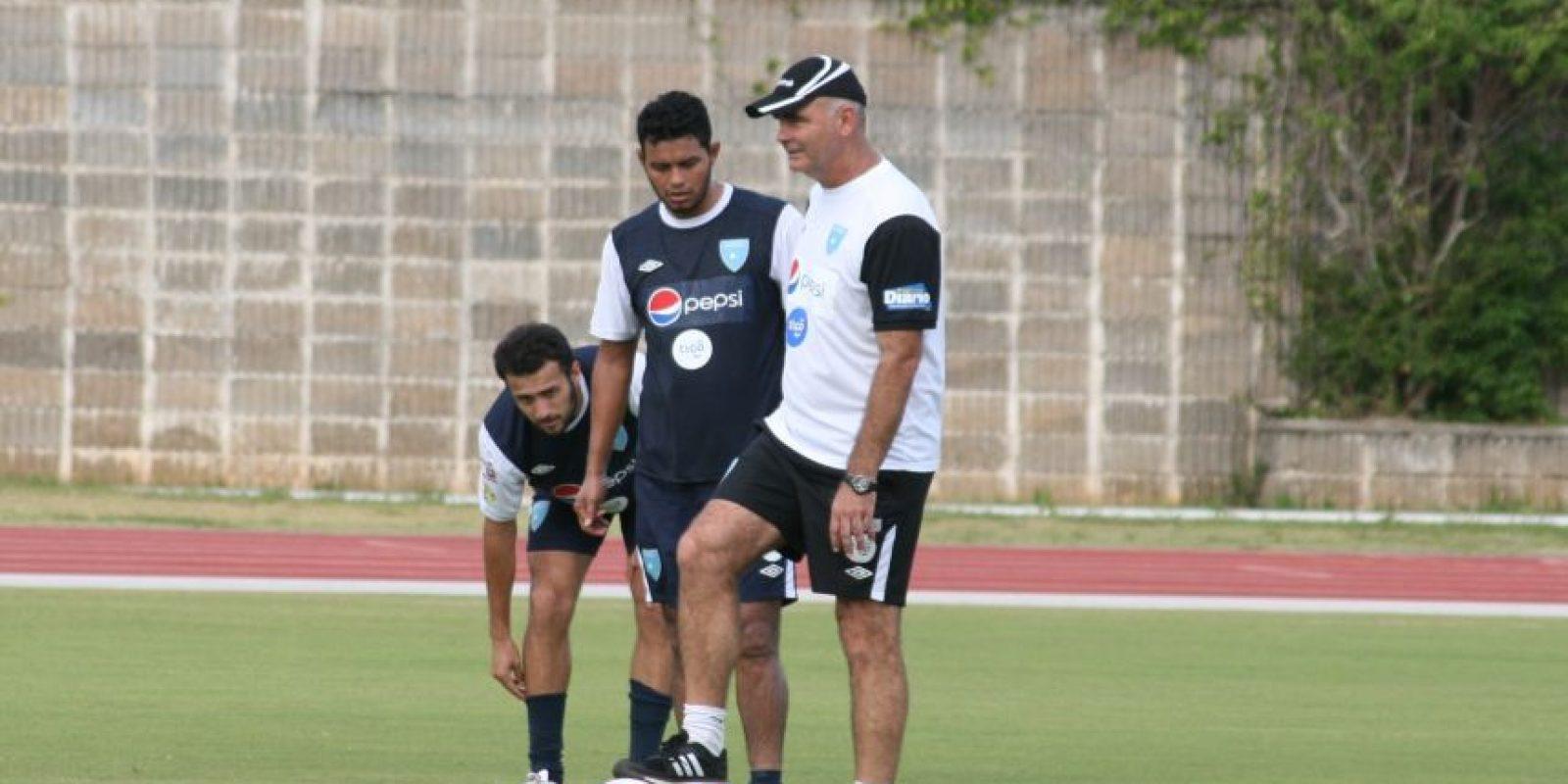 El técnico de la bicolor nombró al plantel con el que jugará en el certamen de la Concacaf. Foto:Publinews