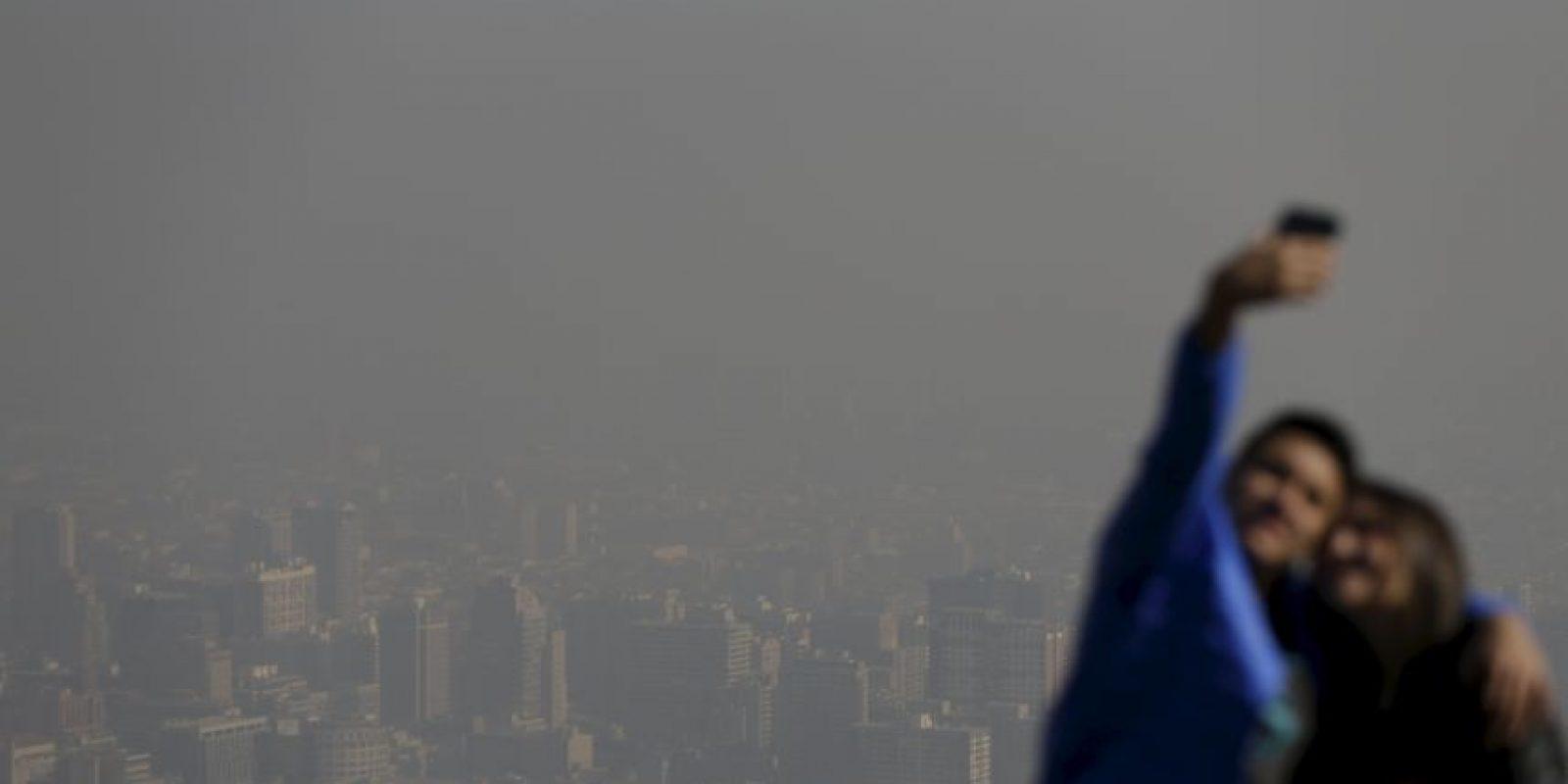 La emergencia ambiental se aprecia mejor desde los cerros que rodean a la capital. Foto:AP