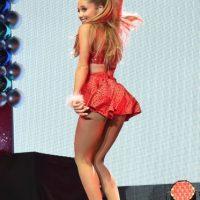 Como muchas chicas, Ariana abusó de los productos de belleza y arruinó su melena. Foto:Getty Images
