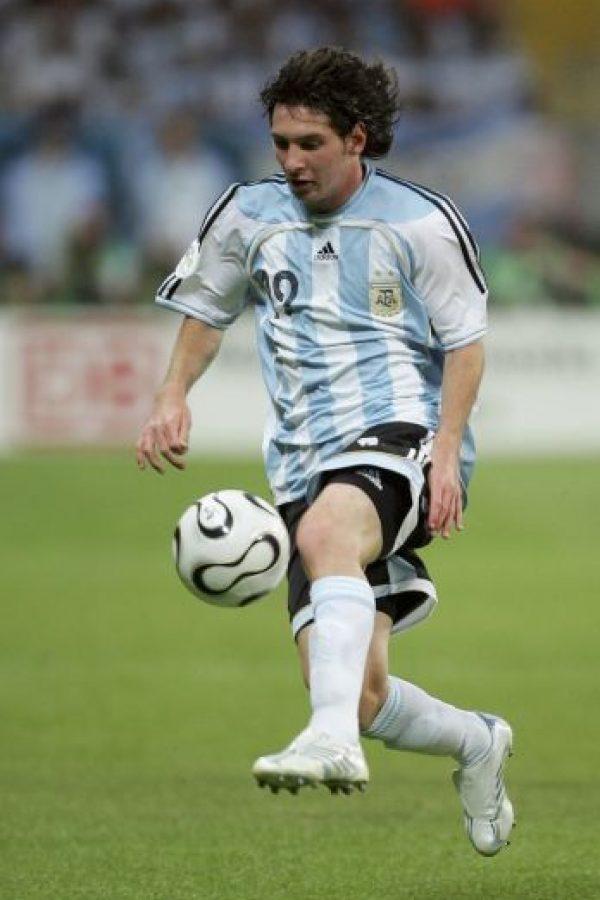 En Alemania 2006, Messi de 19 años, se convirtió en el futbolista más joven en jugar un Mundial con Argentina. Foto:Getty Images