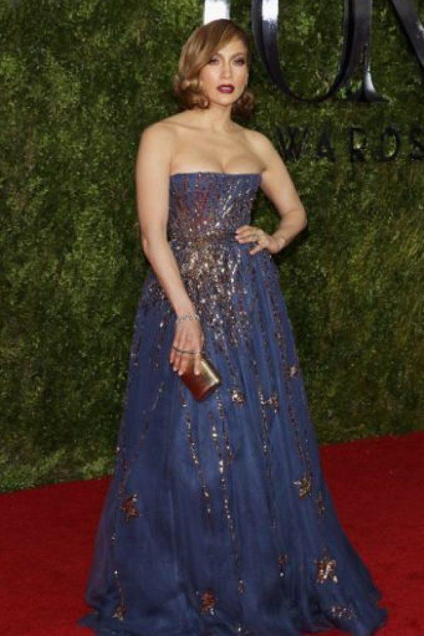 Aunque tiene sus arranques de elegancia, por eso se distingue Jennifer Lopez. Foto:vía Getty Images