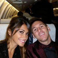 Ella es prima de uno de los mejores amigos de Messi y se conocieron desde niños y aunque se separaron cuando él se fue a Barcelona, en una vacaciones, cuando ella tenía 17 años, se reencontraron, reiniciaron su relación y hoy ya tienen dos bebés (Thiago y el que viene en camino). Foto:Vía instagram.com/leomessi