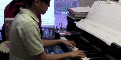También puede tocar el piano sin ver el teclado Foto:https://twitter.com/PangaeaPanga