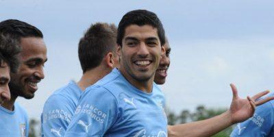SIn jugar, Suárez se mantuvo como causante de polémica en la Copa América. Foto:AFP