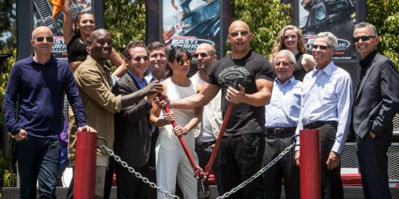 "El elenco de ""Fast and Furious"" se reunió en el parque Universal Studios Hollywood para inaugurar la atracción ""Fast and Furious Supercharged"" Foto:Getty Images"