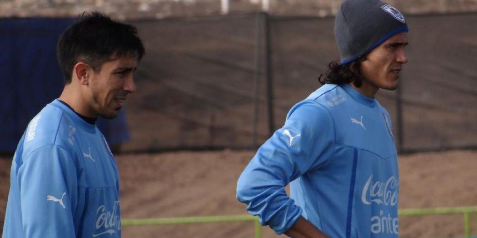 Sin embargo, el delantero recomendó a su madre, también en Uruguay, seguir de cerca el caso y manifestarle todo su apoyo a la familia de la víctima. Foto:Vía www.facebook.com/aufoficial