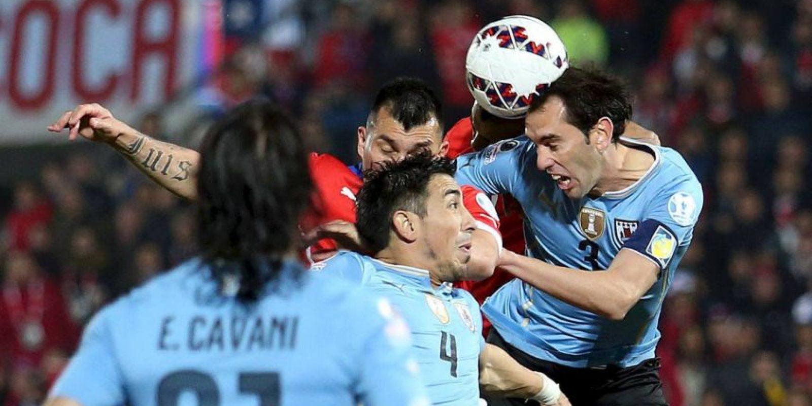También algunas decisiones arbitrales de Sandro Ricci provocaron la furia de los futbolistas uruguayos. Foto:Vía facebook.com/SeleccionChilena