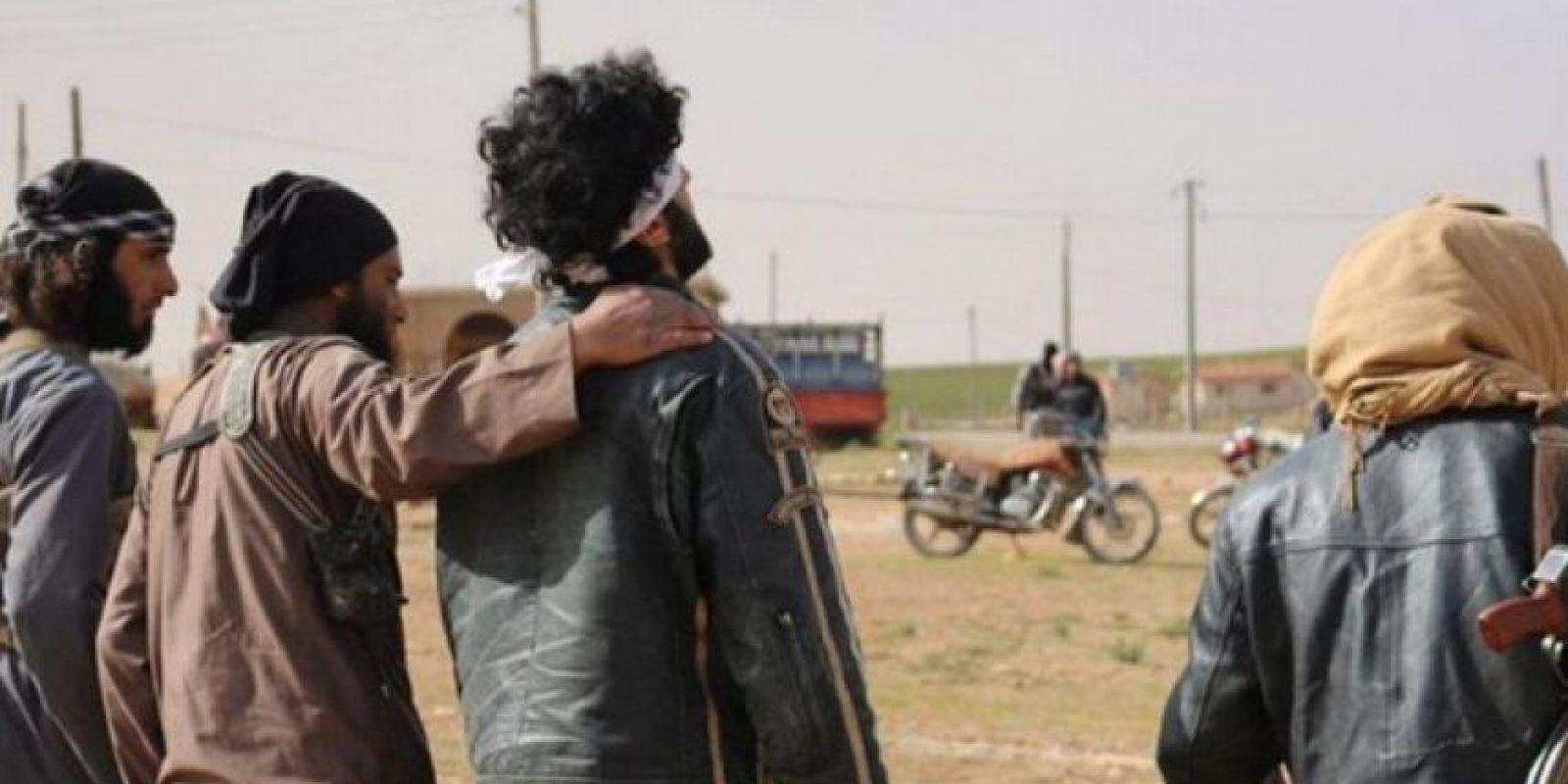 """8. """"El abrazo de la muerte"""": Lo dan los militantes de ISIS antes de asesinar a la persona Foto:Twitter – Archivo"""