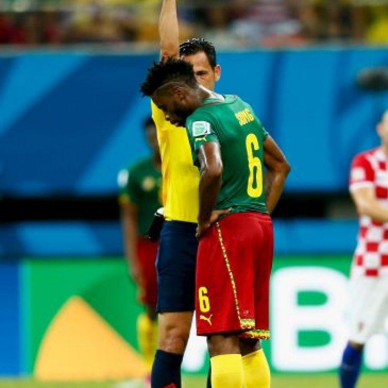 En otro partido de Brasil 2014, entre Camerún y Croacia, Alex Song le dio un codazo al croata Mario Mandzukic y la FIFA actuó de oficio para darle a Song tres partidos de suspensión. Foto:Getty Images