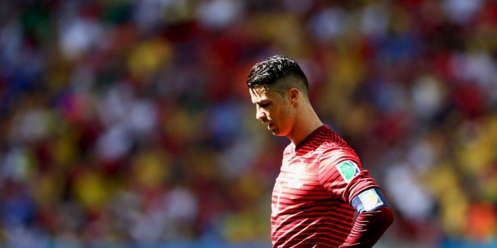 Cristiano Ronaldo se enteró en 2005, antes de jugar un partido de eliminatoria, que su papá José Dinis Aveiro había muerto. Foto:Getty Images