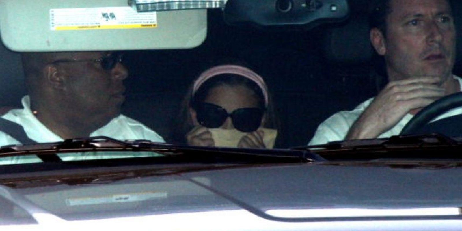 Hasta ese entonces, los hijos del cantante vivieron confinados y siempre les tapaban la cara cuando aparecían en público. Foto:vía Getty Images