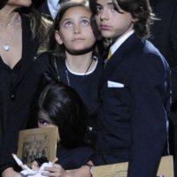 Ahí, Paris habló por sus hermanos, en el funeral de su padre, en el Staples Center. Foto:vía Getty Images