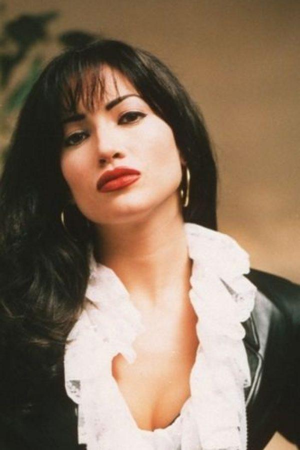 Jennifer Lopez fue Selena Quintanilla en el biopic de 1997. Foto:vía Warner Bros