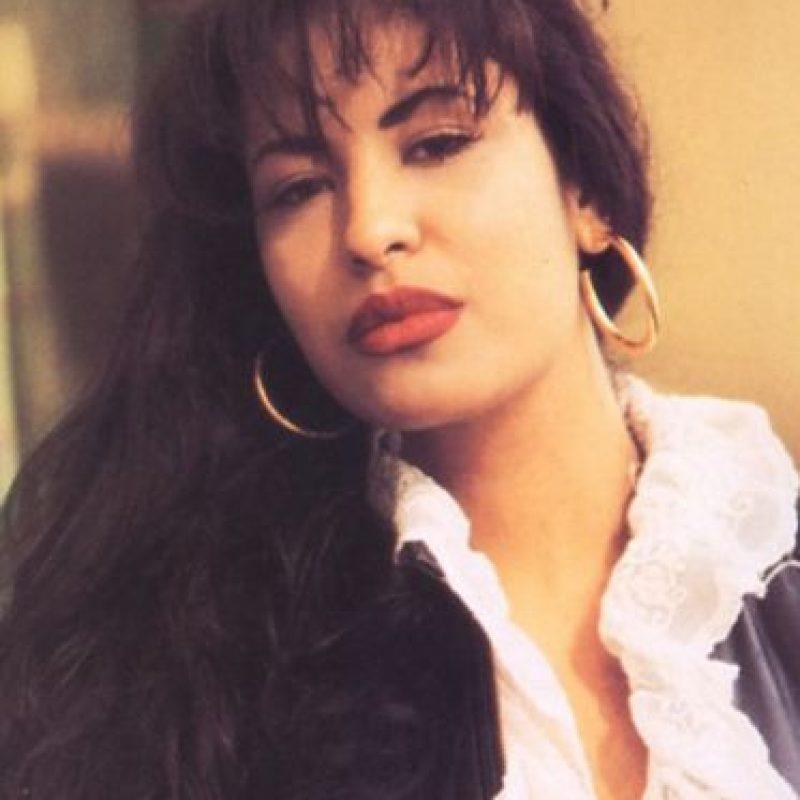Para interpretar fielmente a la cantante, JLo se volvió cercana a la familia de Selena, que criticaba sus escenas. Foto:vía Getty Images