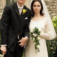 "Eddie Redmayne y Felicity Jones interpretaron a Stephen y Jane Hawking en ""La Teoría del Todo"" (2014). Foto: vía Working Title Films"