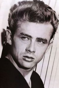 "Se dice que fumaba dos paquetes de cigarrillo al día para sacar su ""James Dean"" interior. Foto: vía Getty Images"